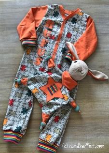 Schlafanzug Kuschelhasi Schlafi Babyanzug Strampler vlisofix baumwolljersey klimperklein rundkariert ruka