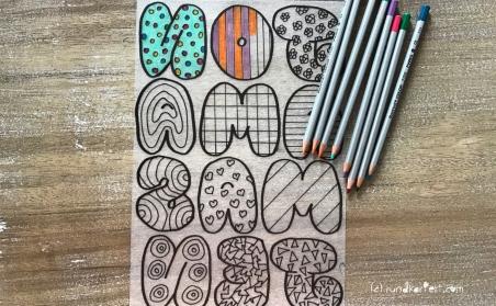 Schrumpffolie Buchstaben Anleitung rundkariert ruka diy Muster malen Buntstifte
