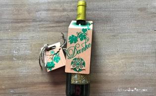 Anleitung Kleines Dankeschön Flaschenanhänger Box Sizzix stempeln rundkariert DIY Mitbringsel
