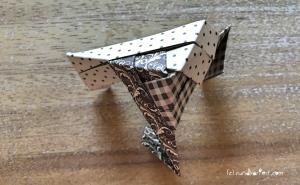 Weihnachtlicher Türkranz Anleitung diy basteln Origami Kranz falten Art rundkariert Element 14