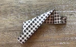 Weihnachtlicher Türkranz Anleitung diy basteln Origami Kranz falten Art rundkariert Element 8