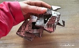 Weihnachtlicher Türkranz Anleitung diy basteln Origami Kranz falten Art rundkariert Element Ecke zusammen stecken