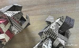 Weihnachtlicher Türkranz Anleitung diy basteln Origami Kranz falten Art rundkariert Element rausgenommene Ecke