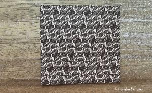 Weihnachtlicher Türkranz Anleitung diy basteln Origami Kranz falten Art rundkariert Element rückseite
