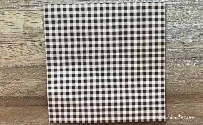 Weihnachtlicher Türkranz Anleitung diy basteln Origami Kranz falten Art rundkariert Element
