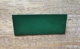 Weihnachtlicher Türkranz Anleitung diy basteln Origami Kranz falten Art rundkariert Tannengrün falten 1
