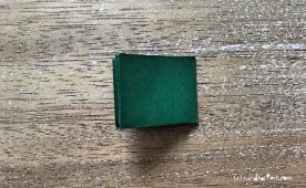 Weihnachtlicher Türkranz Anleitung diy basteln Origami Kranz falten Art rundkariert Tannengrün falten 2
