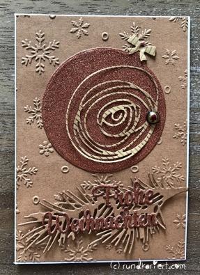 Weihnachtskarte mit Weihnachtsbaumkugel Sizzix Anleitung rundkariert