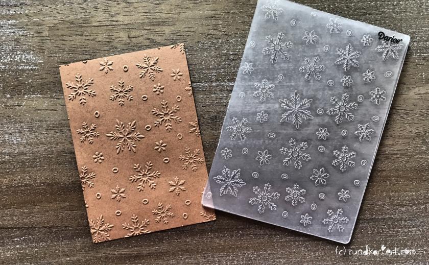 Weihnachtskarte Schneeflocken kraftpapier sizzix Anleitung prägen
