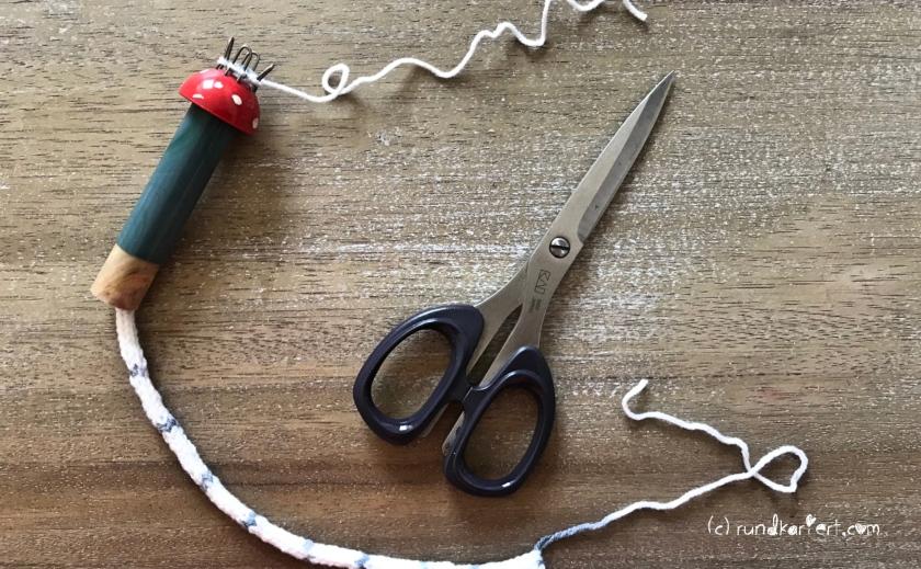 Adventskalender Türchen Nr. 1 Sternchen Strick-Liesel abschneiden