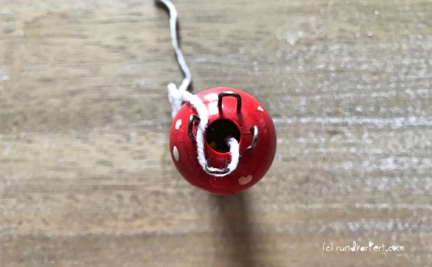 Adventskalender Türchen Nr. 1 Sternchen Strick-Liesel einfädeln