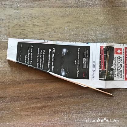 Adventskalender Türchen Nr. 4 Zeitungspapierröllchen Anleitung Stern Weihnachten rundkariert rollen