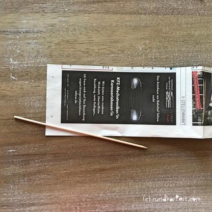Adventskalender Türchen Nr. 4 Zeitungspapierröllchen Anleitung Stern Weihnachten rundkariert Schaschlikspieß